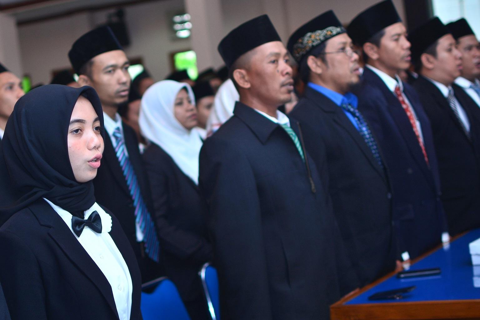 Ketua KPU Kabupaten Lamongan, Melantik 135 Panitia Pemilihan Kecamatan