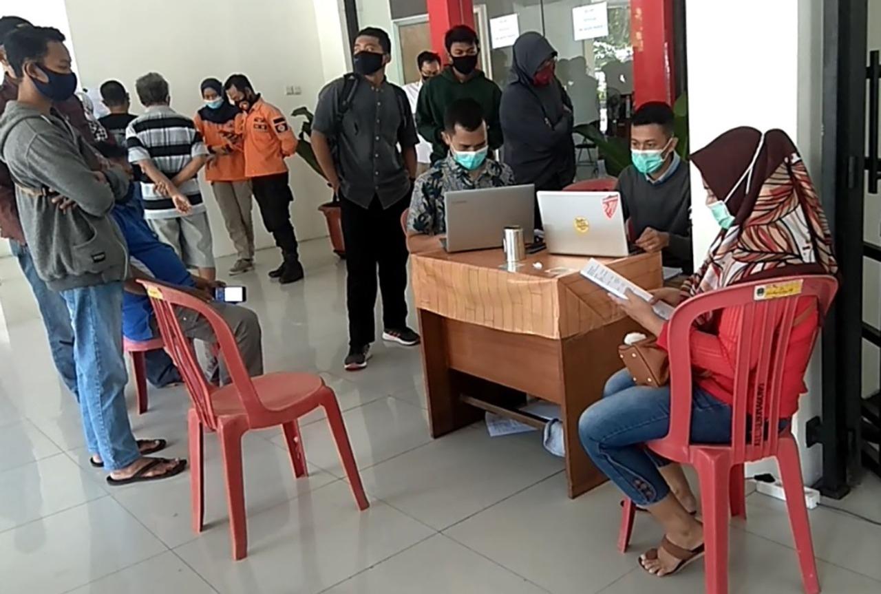 Ratusan Warga Magetan Ambil Hasil Test Rapid Test  Gratis Yang Digelar Gugus Tugas