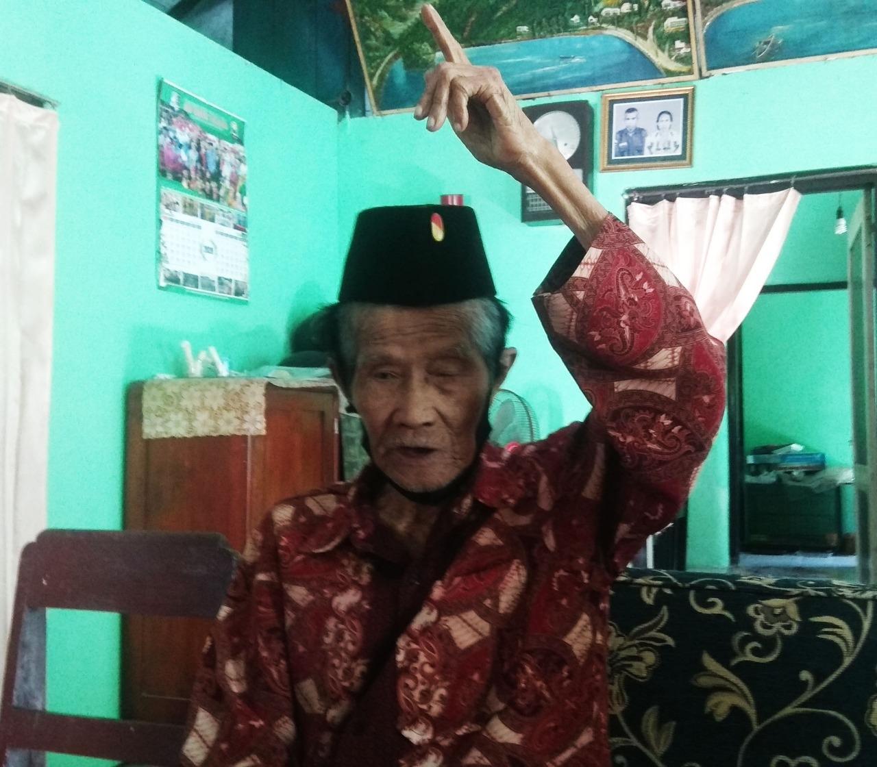 Mengenal Mbah Umar, Pelaku Sejarah Pertempuran 10 November 1945.