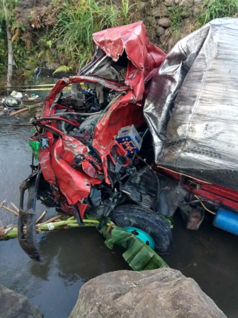 Sopir Truck Tangki Air Tewas Setelah Mobilnya Masuk Jurang Karena Rem Blong