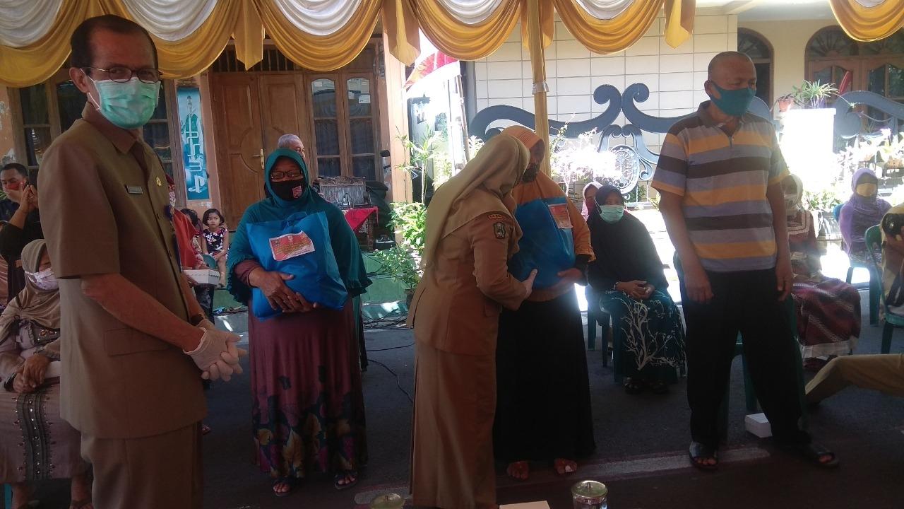 Jaga Kondusifitas Antar Pemeluk Agama, Pemkab Magetan Salurkan Bantuan Sembako Warga Kurang Mampu Terdampak Covid19