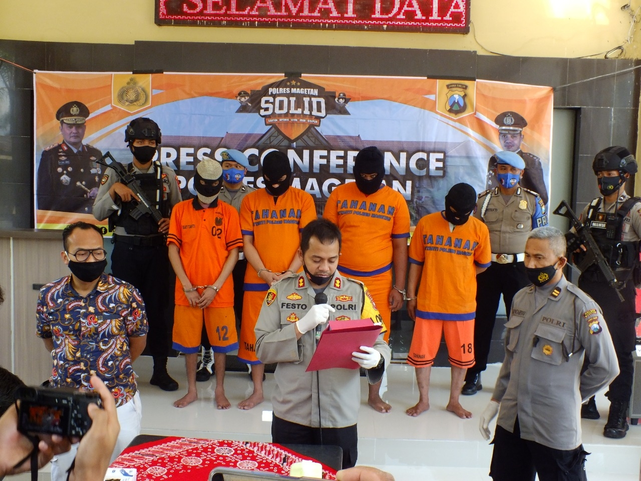 Polisi Magetan Amankan Pedagang Yang Membawa 91 Jerigen Arak Jawa Yang Omsetnya  Puluhan Juta