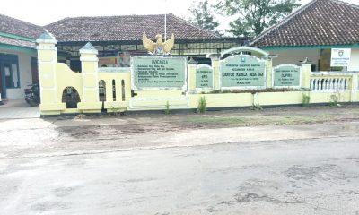 Berhasil Buka Jalan ke Sawah, Kepala Dusun di Desa Taji Justru Diminta Lepas Baju dan Meminta Maaf Kepada Warga.