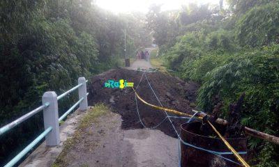 Jembatan Ambrol, 250 Kepala Keluarga Di Dusun Sumbertowo Desa Karas Terisolir.