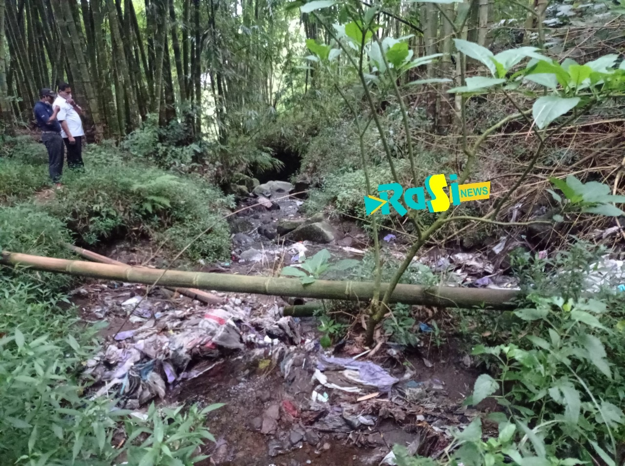 Air Sungai Keruh dan Penuh Sampah Plastik, Warga Pacalan Protes