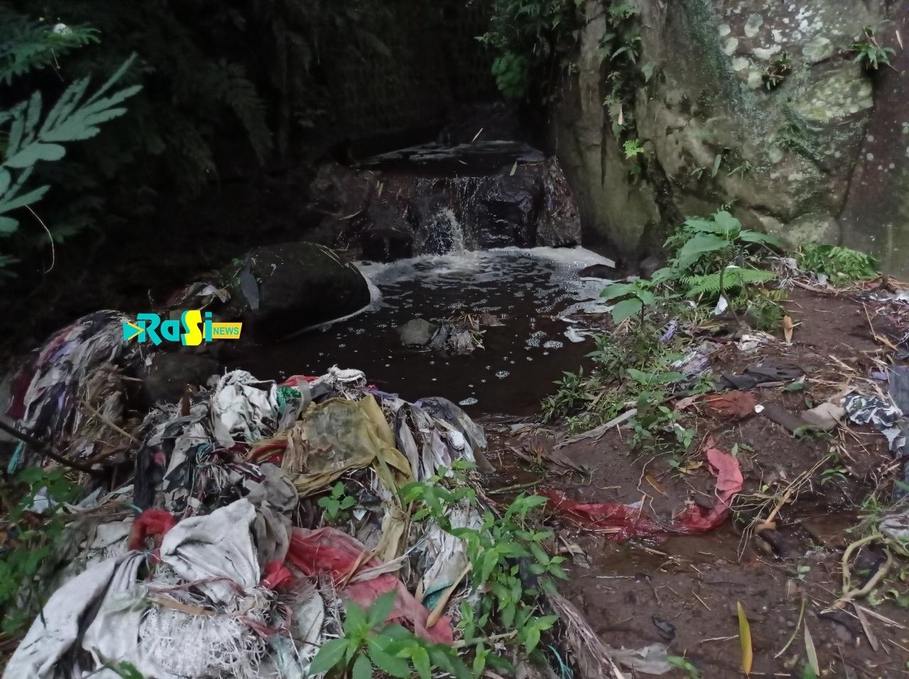 Ini Tanggapan Pemerintah Daerah Soal Sungai Tercemar Limbah Kotoran Sapi dan Plastik di Desa Pacalan.