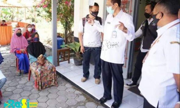 Pantau Pendistribusian Bantuan Sosial Tunai, Bupati Magetan Ingatkan Prokes di Masa PPKM Level 4.