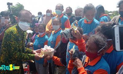 Bantu Peternak Ayam Petelur, Forum Zakat Jawa Timur Bagikan 2 ton telur Kepada Kuli Gendong dan Panti Asuhan
